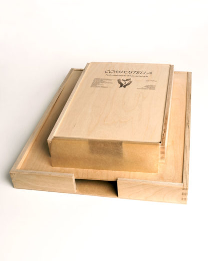 Wooden box for delicatessen and natural wax paper